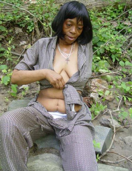 Old black babe showing naked bodyTJ 047